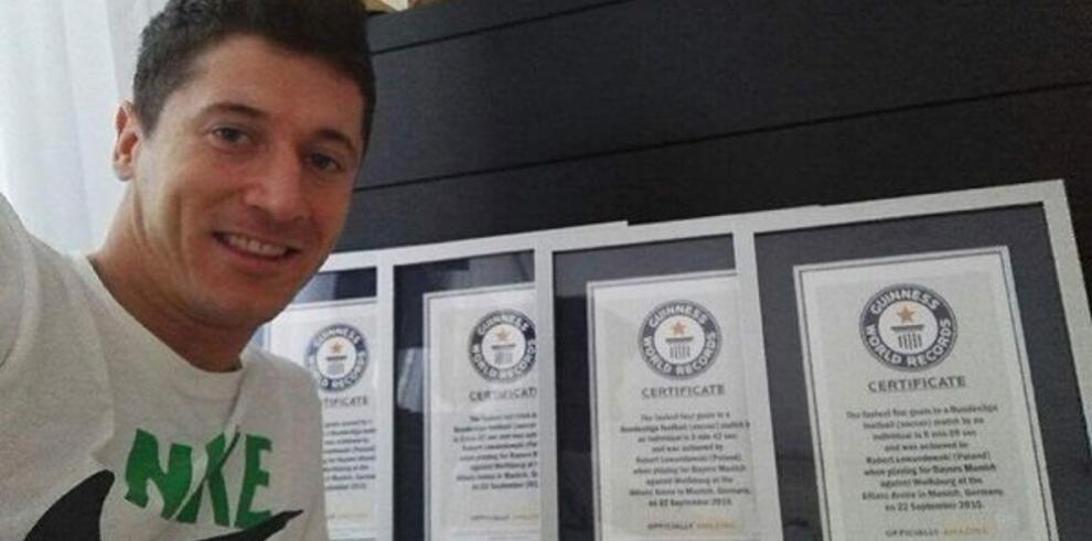 Lewandowski entra en el libro de los récords