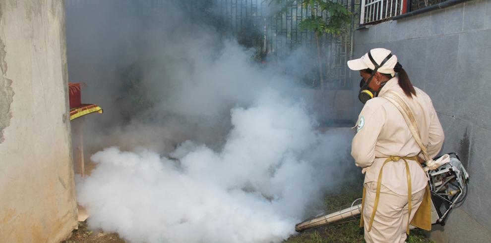 Minsa realiza operativo contra el dengue en Brisas del Golf