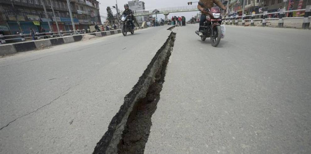 La cifra de los muertos en Nepal aumenta a 2,357