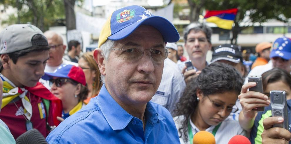 Operan de urgencia al alcalde opositor venezolano Antonio Ledezma