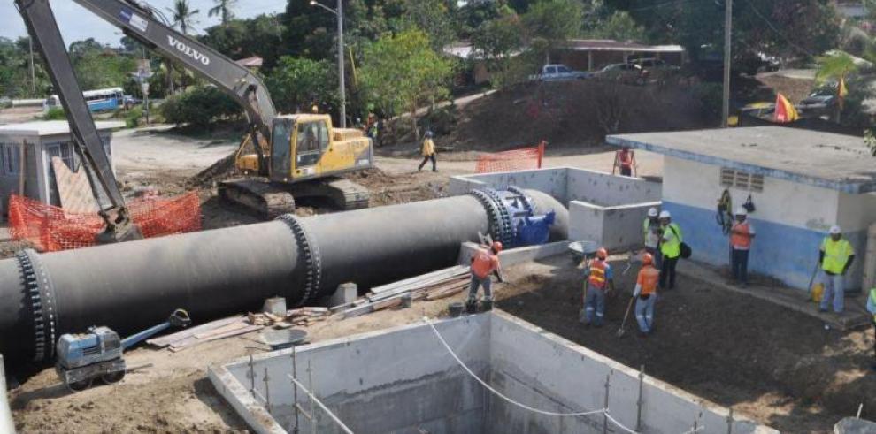 Panameños amanecen sin agua potable por rotura de tubería