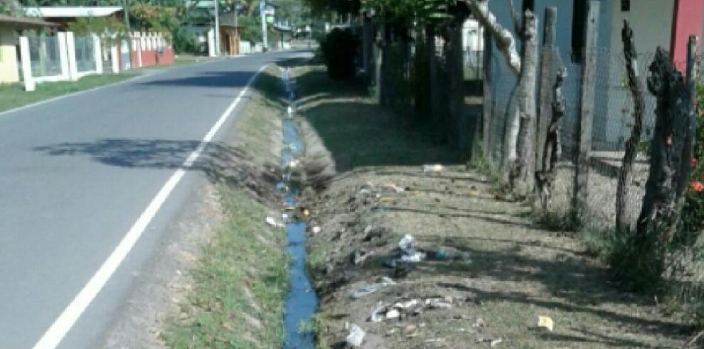 Moradores denuncian malos oloresen Canta Rana de Río Hato