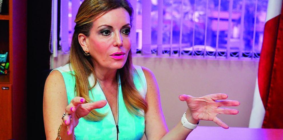 """Nivia Rossana Castrellón: """"El futuro del país se va a decidir en las aulas"""""""