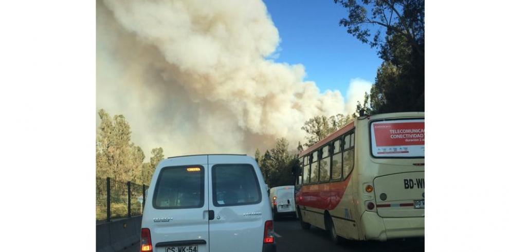 Chile en alerta roja por incendio forestal que amenaza Valparaíso