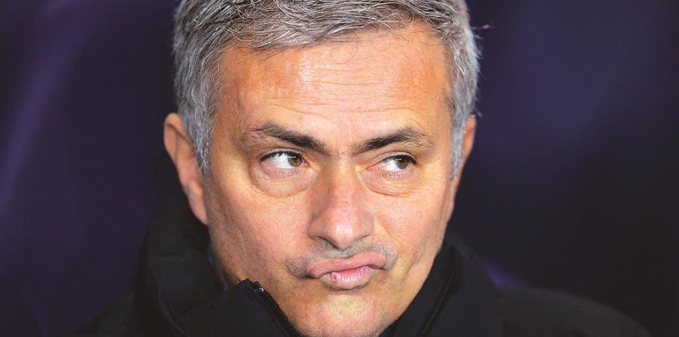 Mourinho suspendido un partido por críticas a árbitro