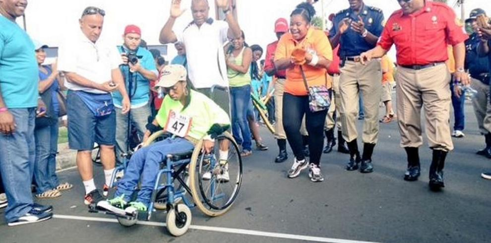 Atletas participan en la XII Carrera Nacional Sobre Sillas de Ruedas