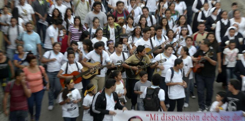 Salvadoreños conmemoran 35 años muerte de monseñor Romero