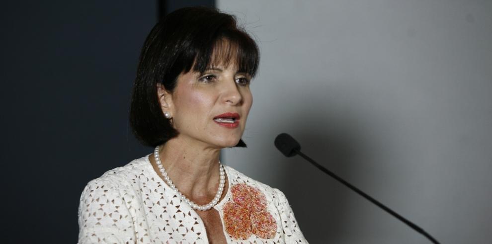 Exprimera dama Marta Linares de Martinelli regresa al país