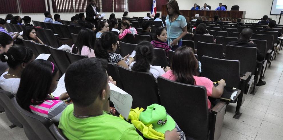 Universitarios piden el reintegro de Turner