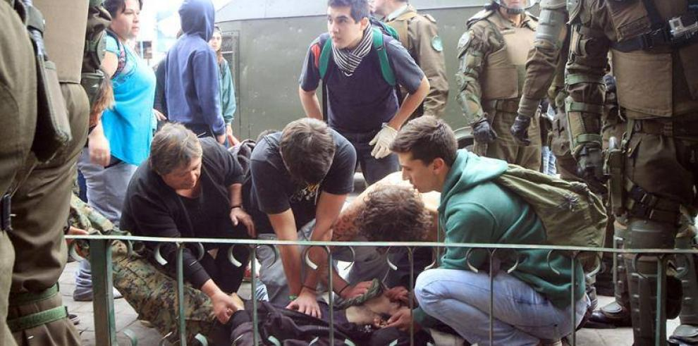 Dos jóvenes mueren por disparos tras manifestación en Chile