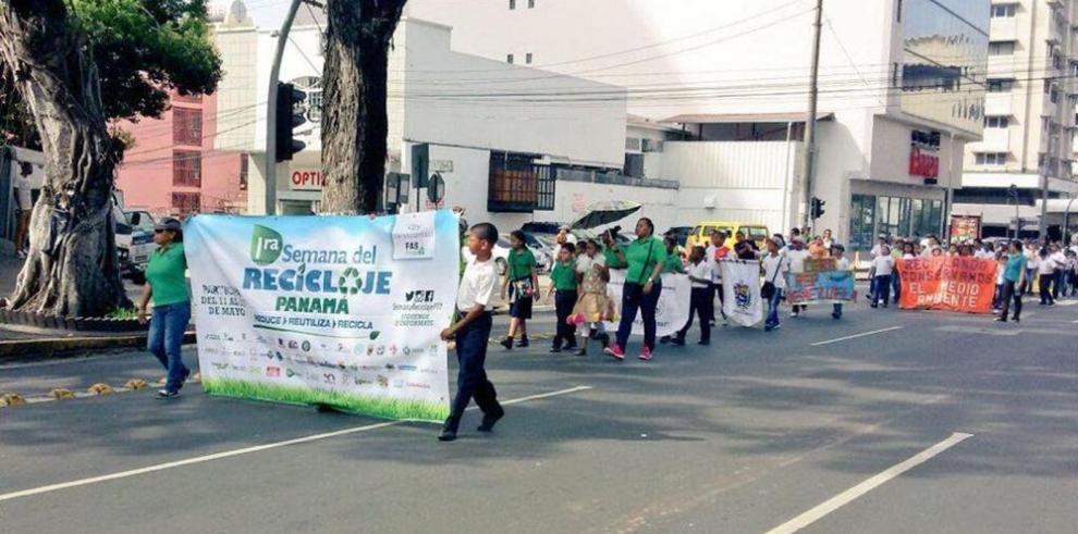 Marchan en Panamá para motivar el reciclaje