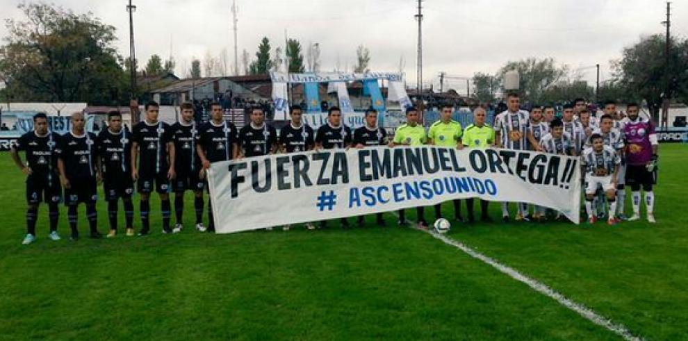 Muere futbolista argentino al golpear su cabeza durante un partido