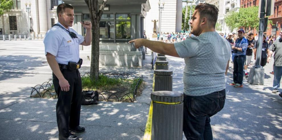Sobrevuelo de un pequeño drone obliga a confinar la Casa Blanca