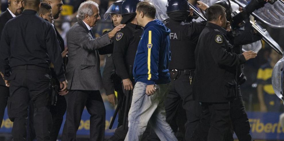 Escandaloso Boca-River (0-0) suspendido por agresión de hinchas