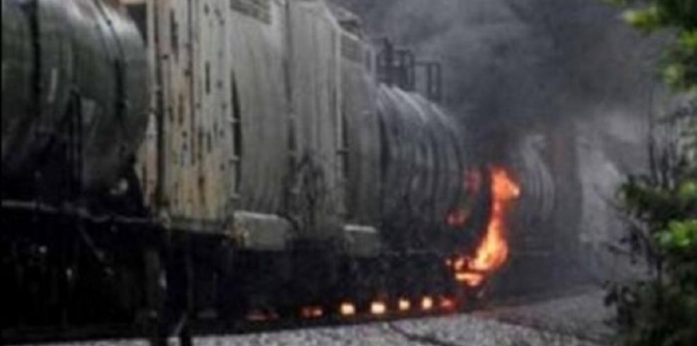 Estallan vagones con productos químicos al descarrilar tren en México