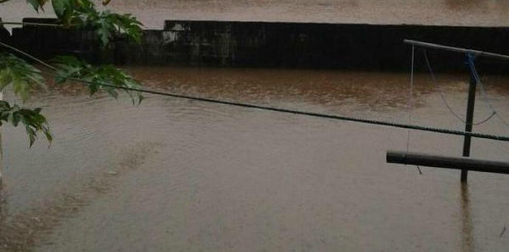 Reportan inundaciones en diferentes puntos de la ciudad de Panamá