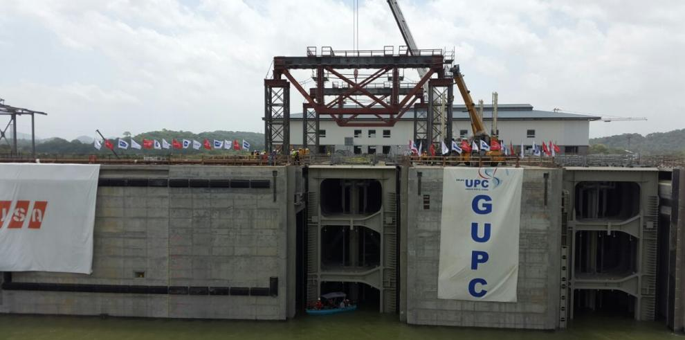 GUPC prueba primera compuerta del lado Pacífico del Canal de Panamá
