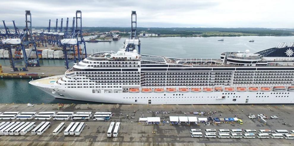 Crucero MSC Divina llega al puerto Cristóbal, en Colón