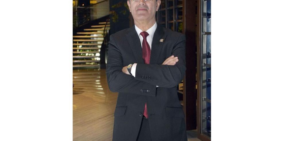 Silva, un defensor convencido del idioma español