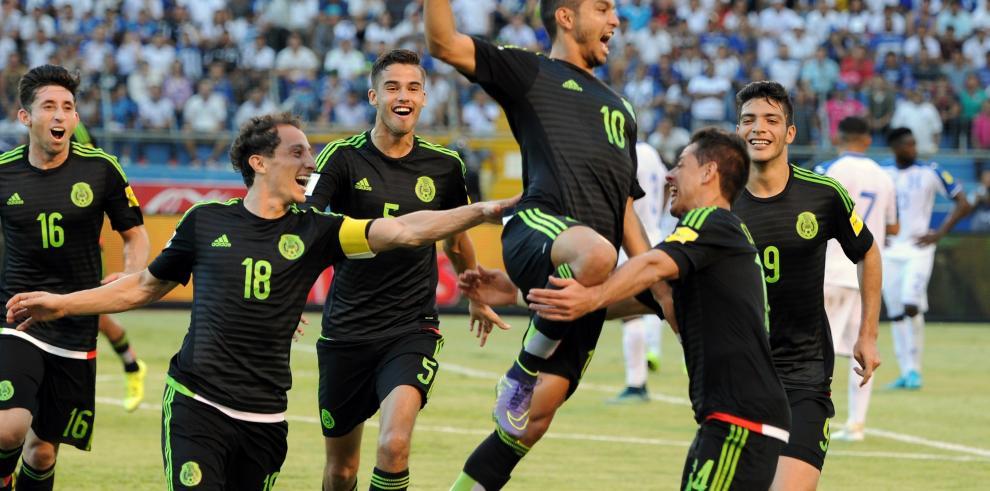 México se impone 2-0 a Honduras en eliminatoria de Concacaf