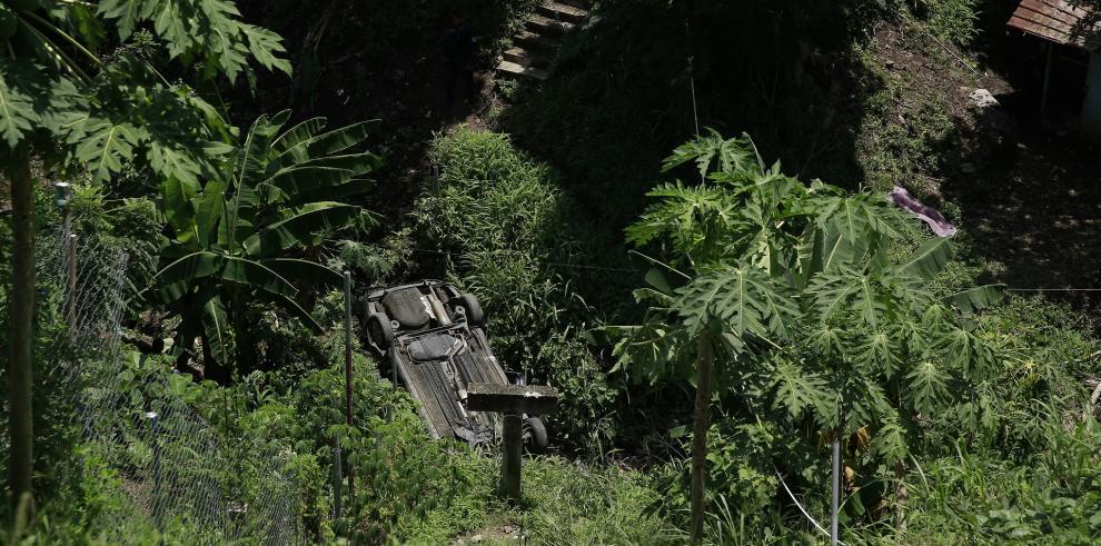 Detienen a ladrones cuando caen en un barranco de Cerro Batea