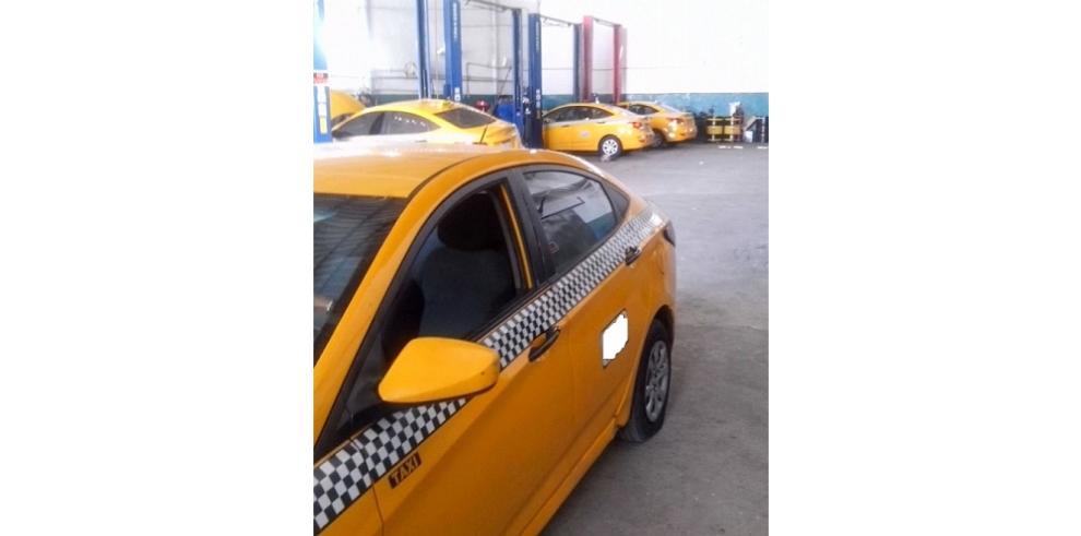 Sorprenden a extranjeros manejando taxis y sin permiso laboral