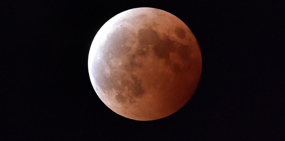 Una superluna teñirá de rojo el domingo y la madrugada del lunes