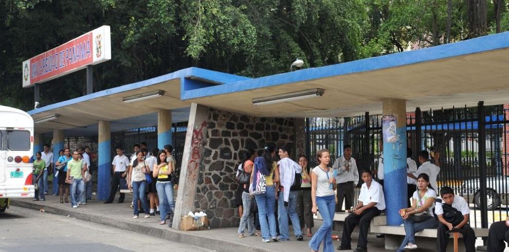 Demanda contra cuatro docentes de la UP