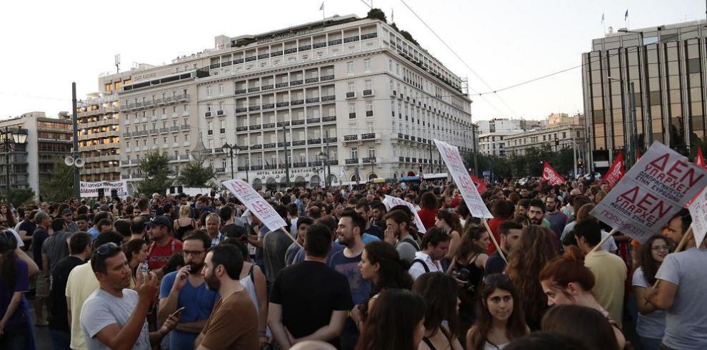 Parlamento ratifica medidas para aliviar deuda de Grecia