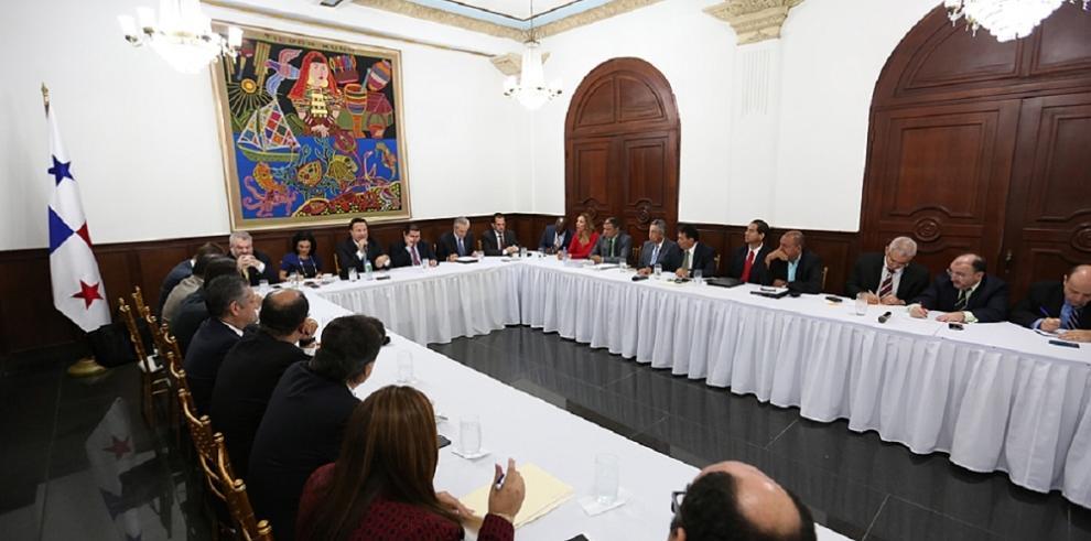 Instalan mesa para la descentralización de municipios