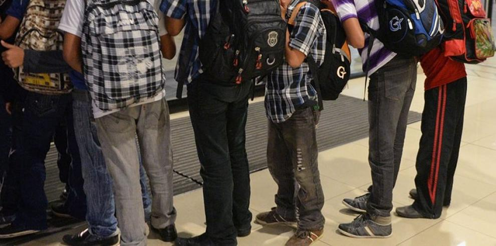 Detienen a cinco niños por llevar falsa bomba a una escuela de EE.UU.