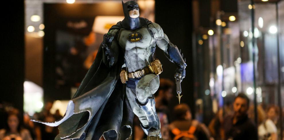 Fanáticos de superhéroes se reúnen en la mayor feria de cómics