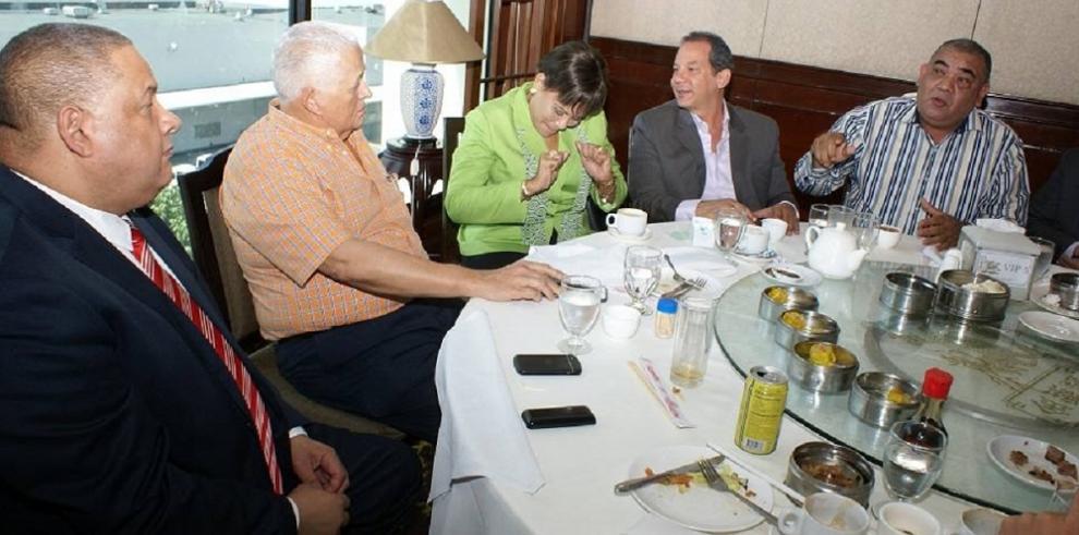 Ernesto Pérez Balladares se reunió con la bancada del PRD