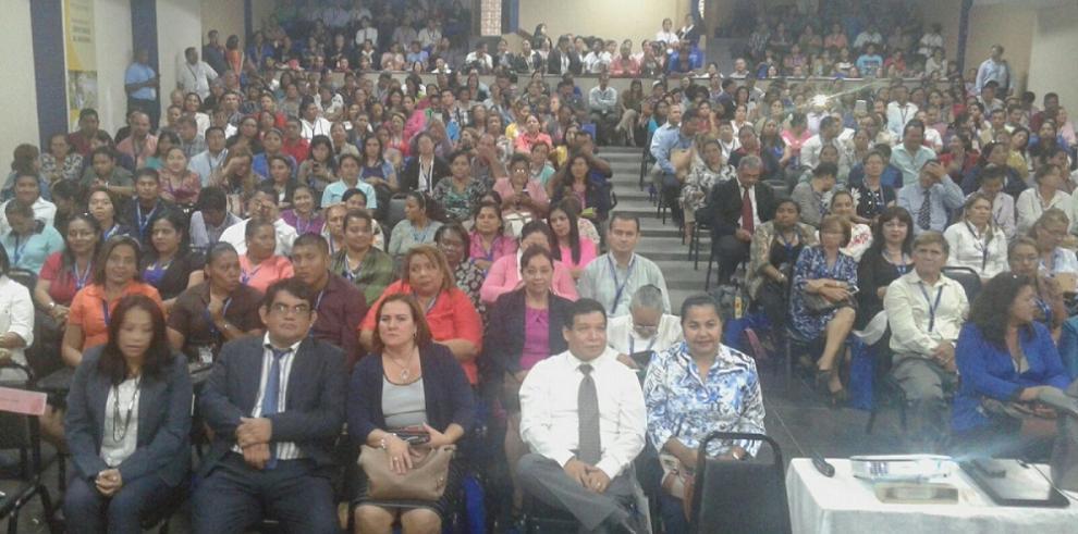 Ministra de Educación cierra congreso