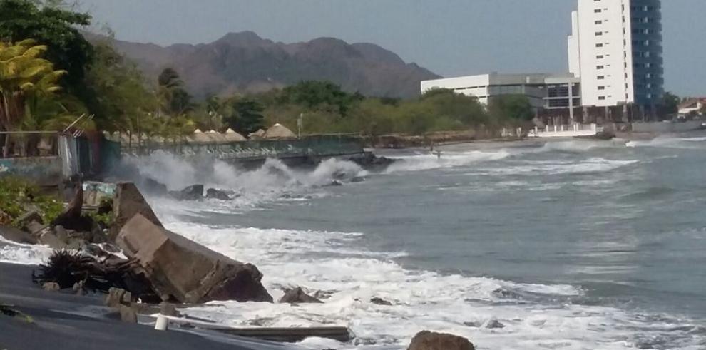 Nueva alerta en el Pacífico por fuertes oleajes