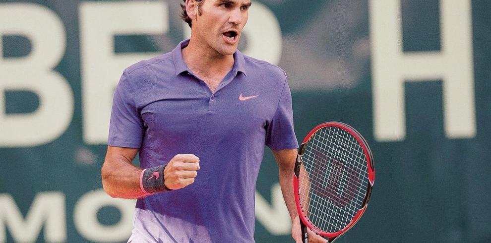 Federer sufre para vencer a Kohlschreiber