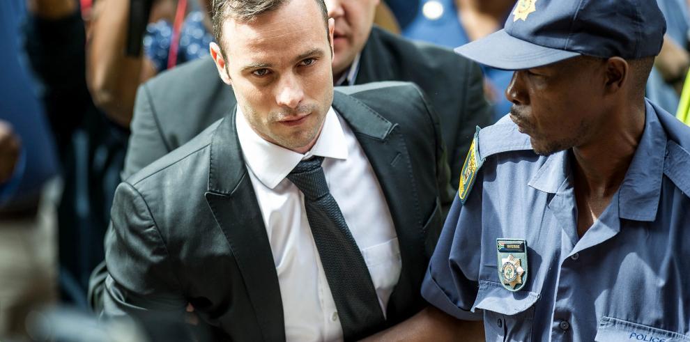 Pistorius en libertad bajo fianza y permanece en arresto domiciliario