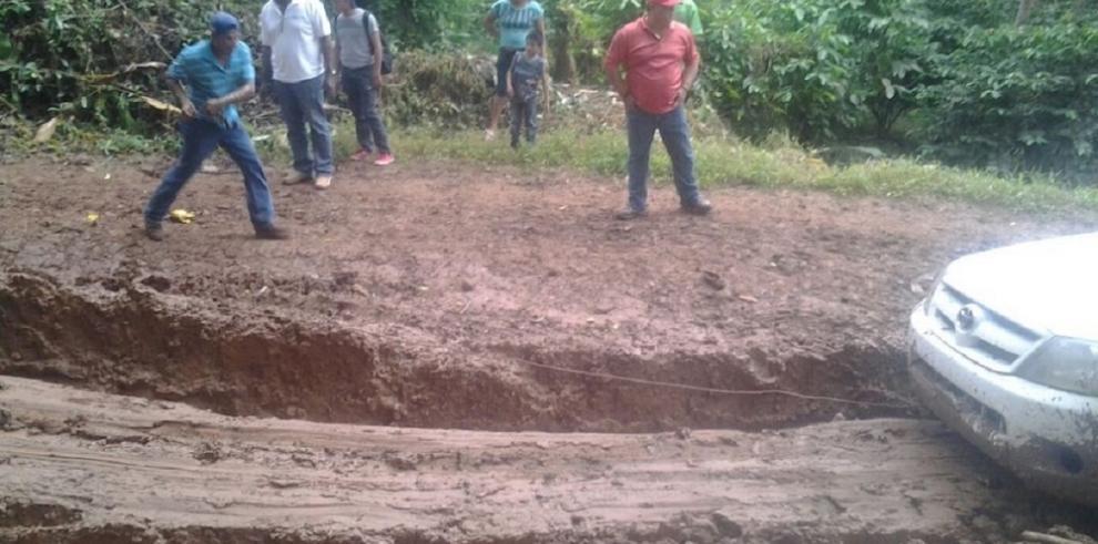 Campesinos de Penonomé piden reparación de caminos