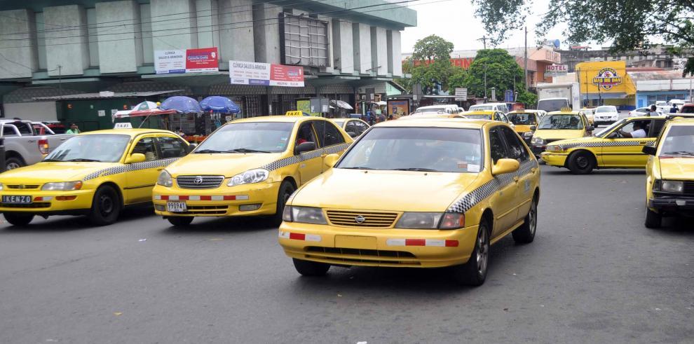 Taxistas anuncian paralización del servicio para el jueves