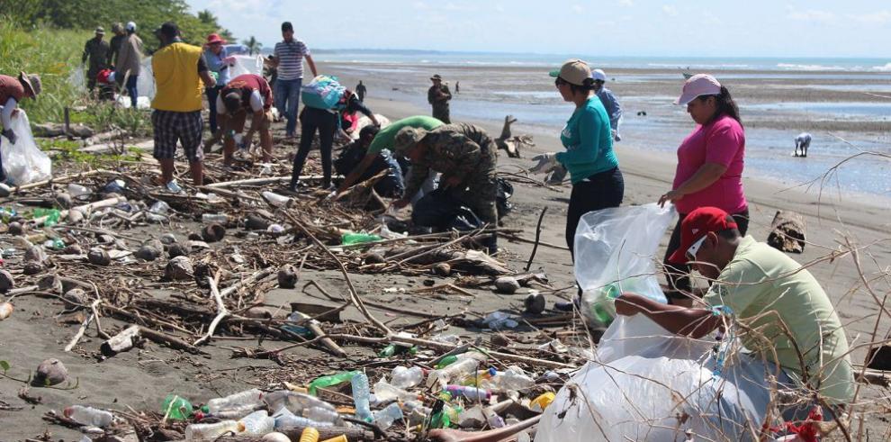 Recogen 70 quintales de basura de Puerto Armuelles hasta Tolé