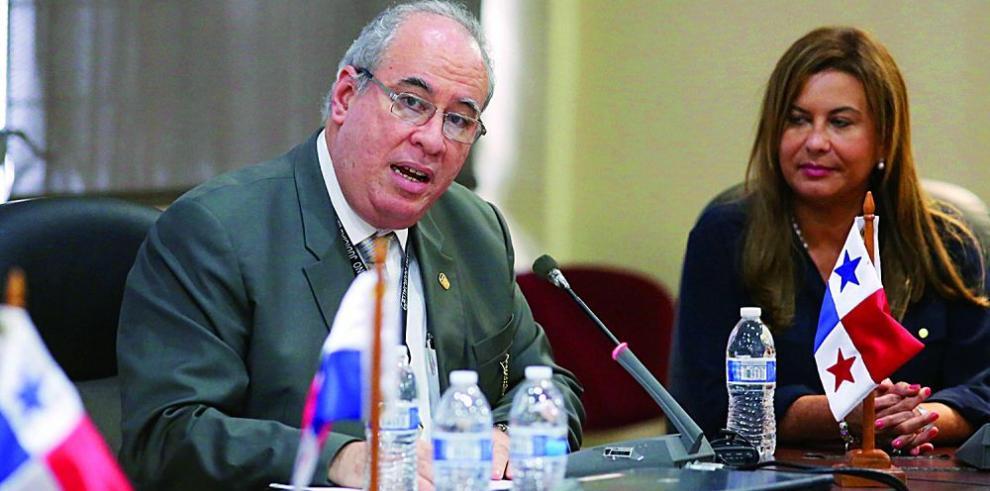 La sociedad civil presiona y arrincona al magistrado Ayú Prado