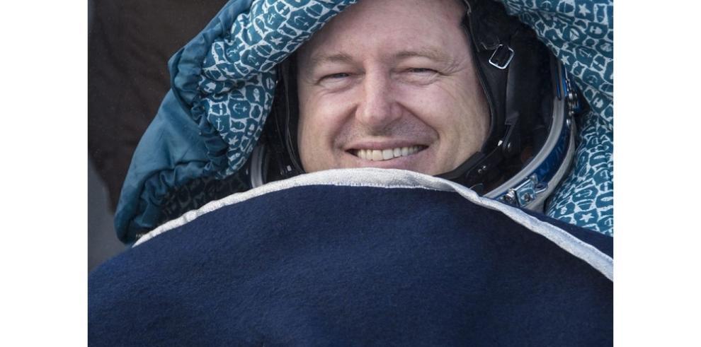Tres astronautas de la EEI regresan a la Tierra