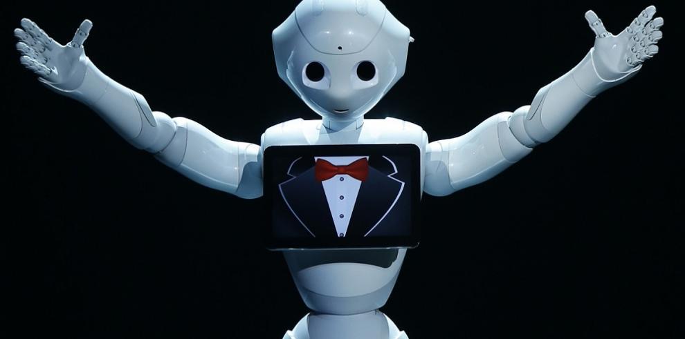 El sensible robot Pepper da el salto de las tiendas a los hogares