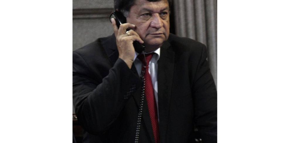Diputado renuncia a comisión por escándalo de corrupción en Guatemala