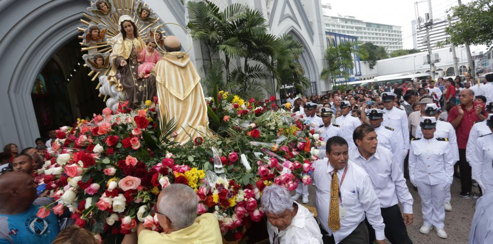 Devotos celebran el Día de la Virgen del Carmen