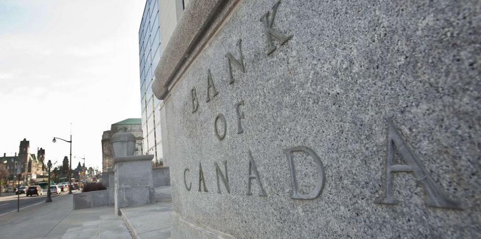 Canadá baja sus tasas de interés
