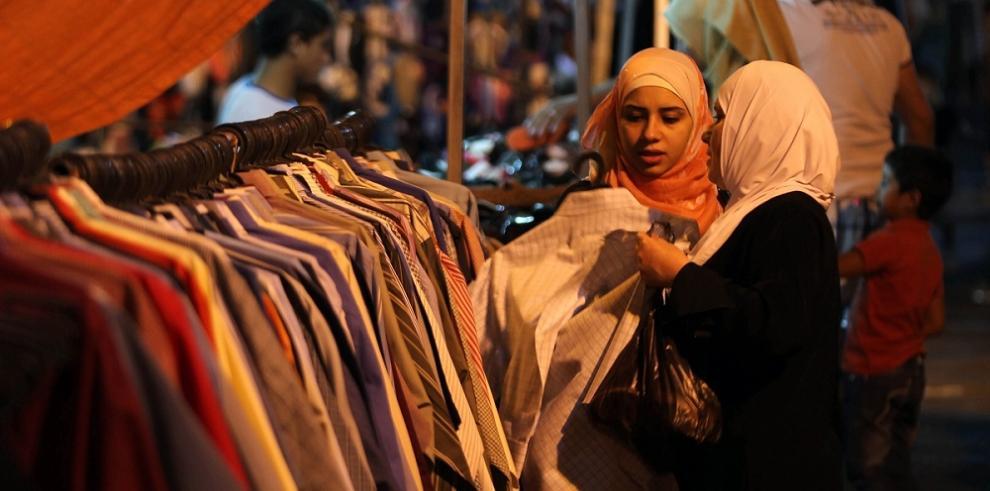 Comerciantes en Gaza esperan repuntar con jornada final del Ramadán