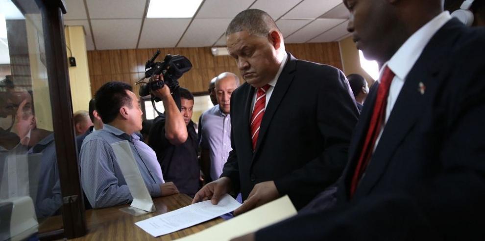 Demandan a abogado de Martinelli