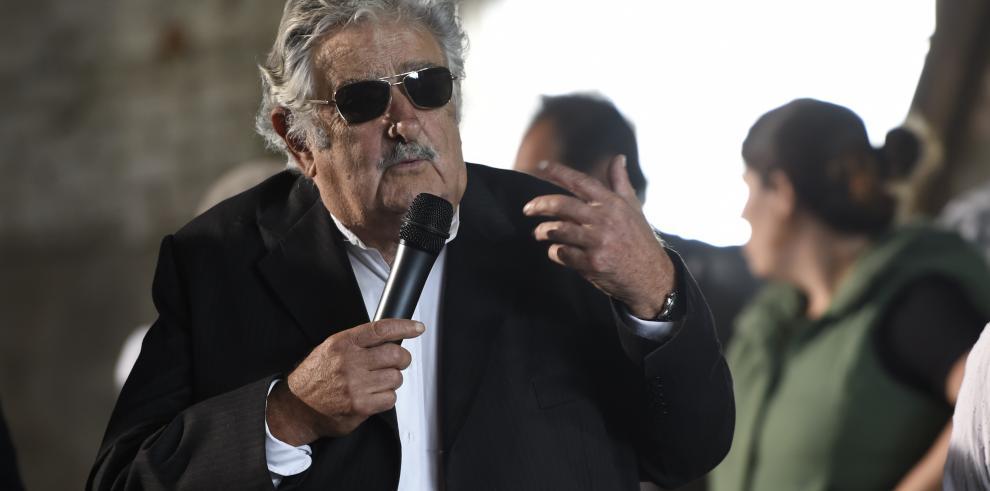 Mujica inauguró escuela agraria en terreno junto a su casa