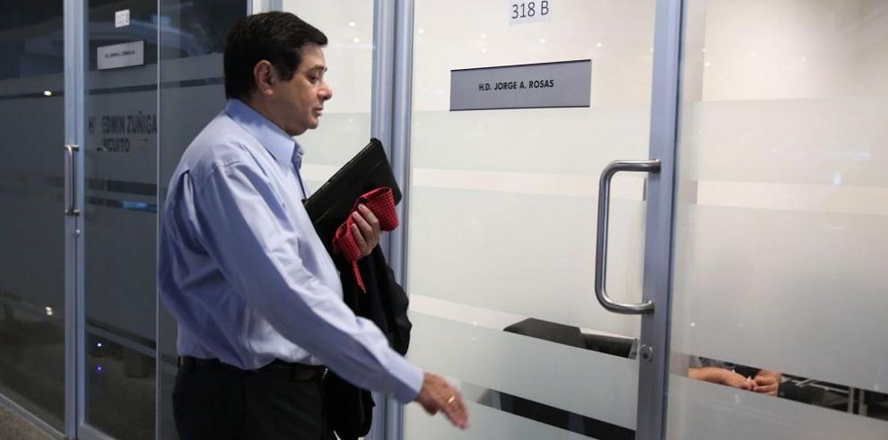Benavides muestra sus bienes al fiscal Jorge Alberto Rosas